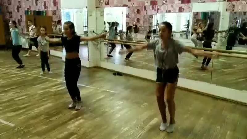 Маша и Даша, учим той-тач