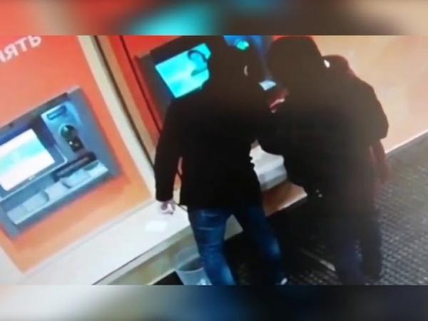 Politseyskie raziskivayut postradavshih ot deystviy podozrevaemogo v moshennichestve
