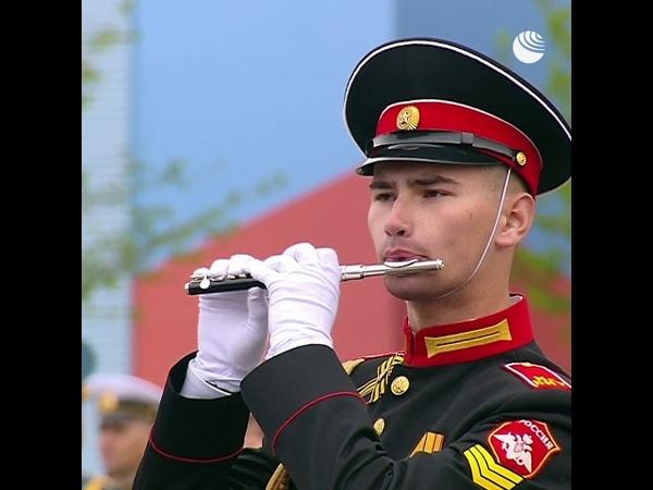 Выступление оркестра в конце парада Победы