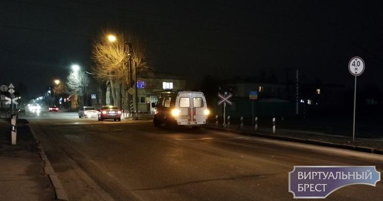 Скорая на маячках столкнулась с электровозом в Бресте. Как думаете, кто оказался виноват?