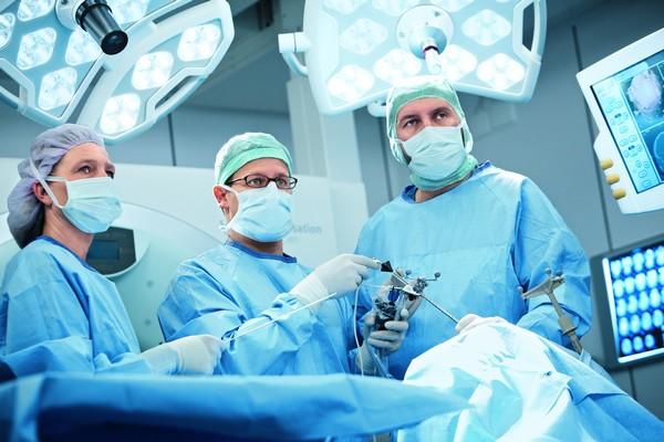 В чем разница между хирургией и процедурой?