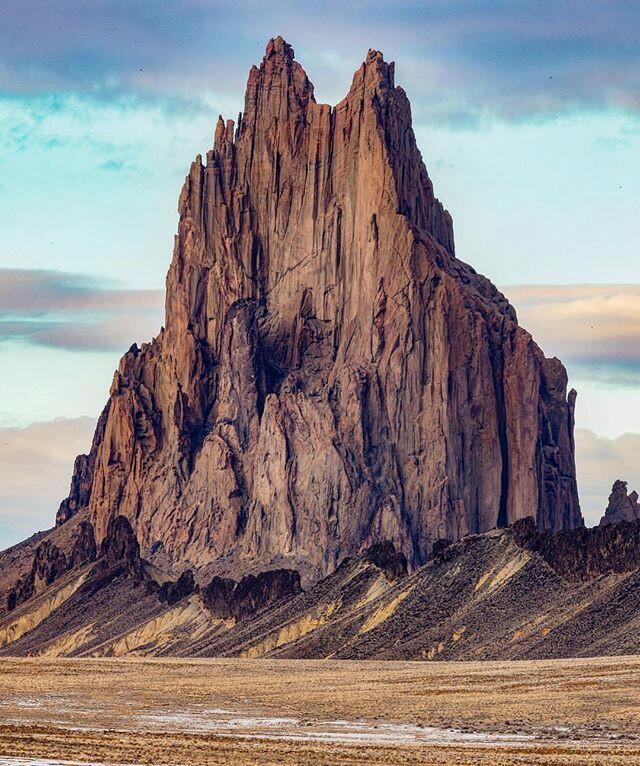 Горы словно трухлявые пеньки. Шипрок Пик, Нью-Мексико