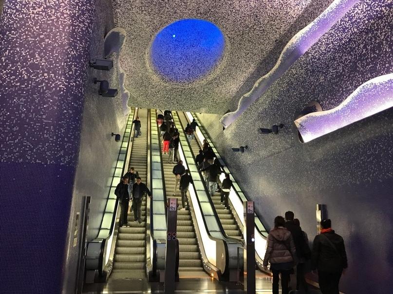 ТОП самых красивых метро, изображение №19