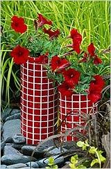 ДЕКОРИРОВАНИЕ ЦВЕТОЧНЫХ ГОРШКОВ Декорирование цветочных горшков давно уже стало любимым увлечением для многих. Украсить ничем не примечательный стандартный горшок для растений в домашних