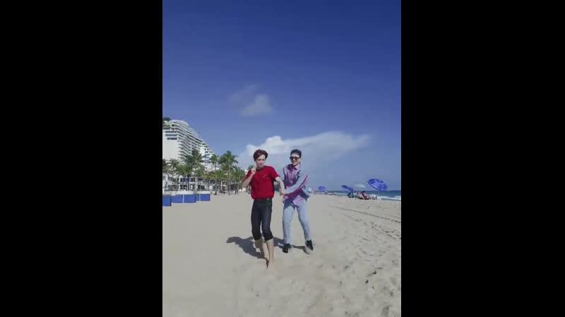 [ACE_VIDEO] - - 바닷가에서 추는 - 홀리데이 - 둘이 너무 즐겁고 행복해보여서 - 광대가 안 내려와요 - - 김비트의_밀착취재 - ACEinMiami - ACE 에이스