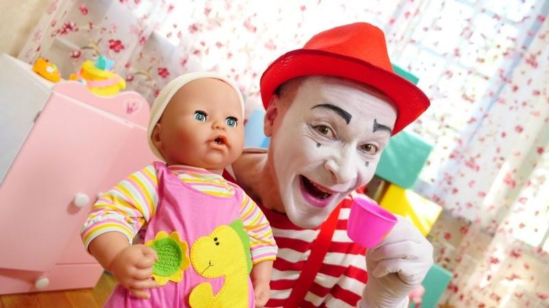 O que quer a boneca Anabel Vídeos engraçados com brinquedos para crianças.