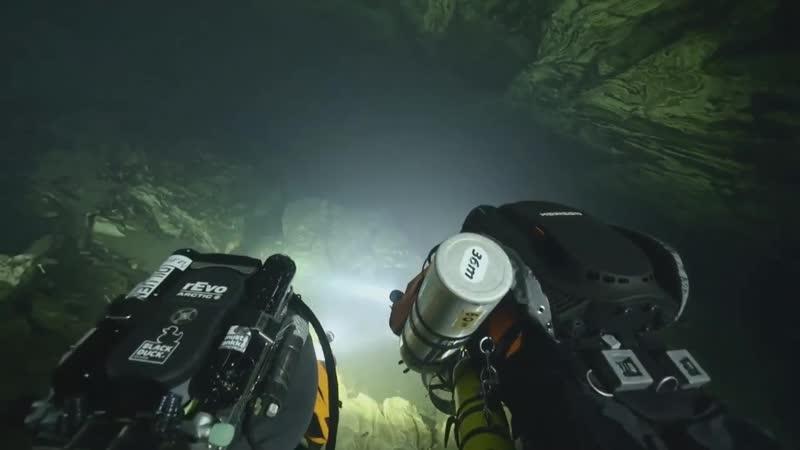 В Норвегии дайверы сыграли свадьбу в подводной пещере