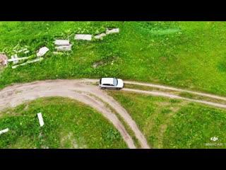 По полям по полям серый трактор едет к нам