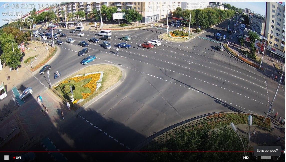 В Бресте перекрыли проспект Машерова. Потому что девушки вышли с цветами, а как же иначе