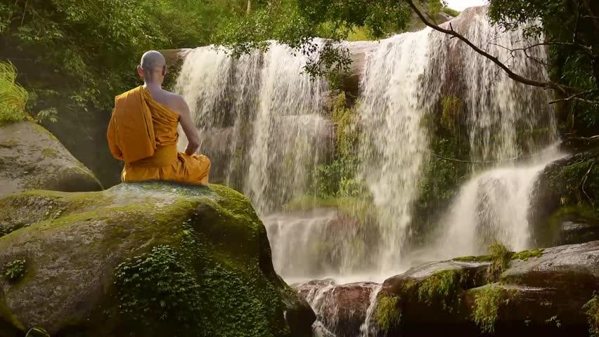 медитация у водопада