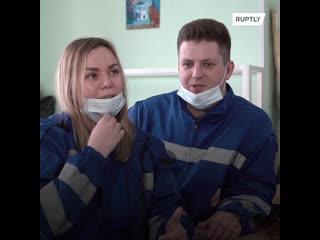Любовь спасет мир. Жених и невеста вместе работают в скорой помощи во время пандемии