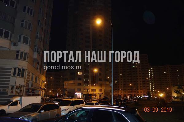 Коммунальщики восстановили освещение во дворе на Льва Яшина