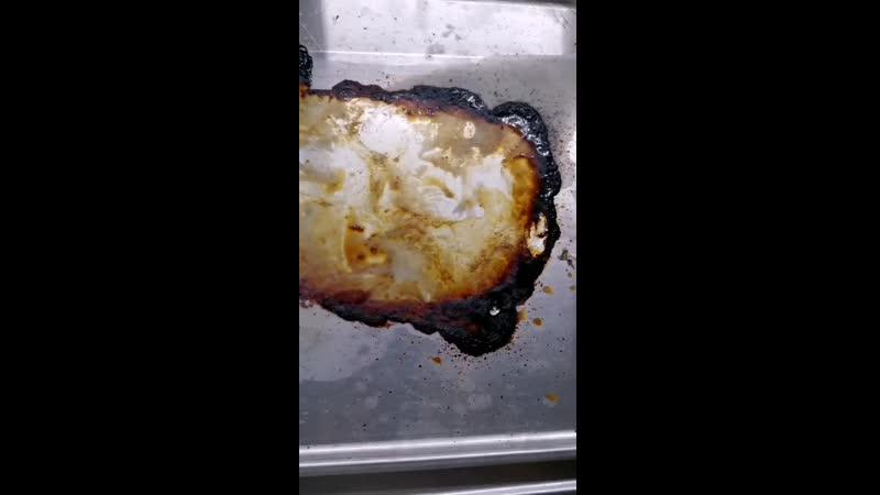 Как отмыть подгоревший жир от мяса с противная за 5 минут
