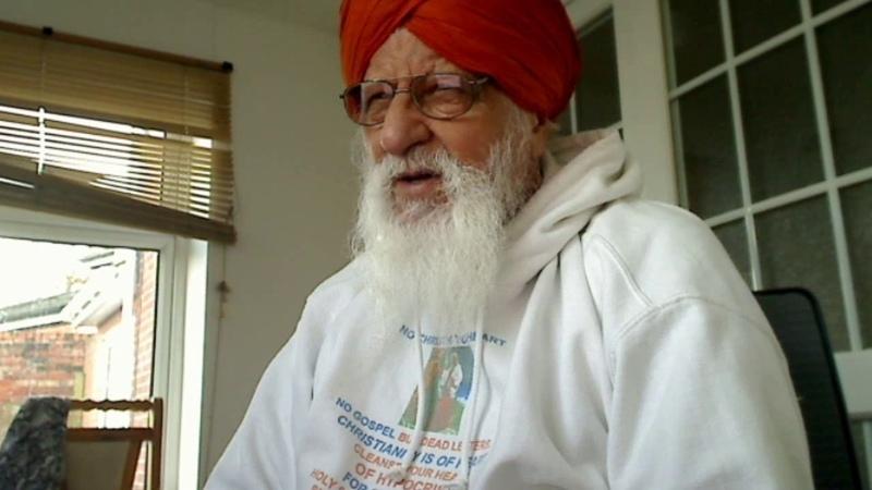 Punjabi - A Sikh of Bhagti Marag has no stranger and no enemy. Then, why a sword at Kartarpur