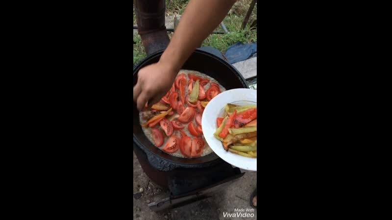 Нон Бости Нан Бастэ Лепешка Придавить узбекская кухня в казане на костре