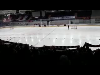 Фанаты Айнтрахта на хоккейном матче