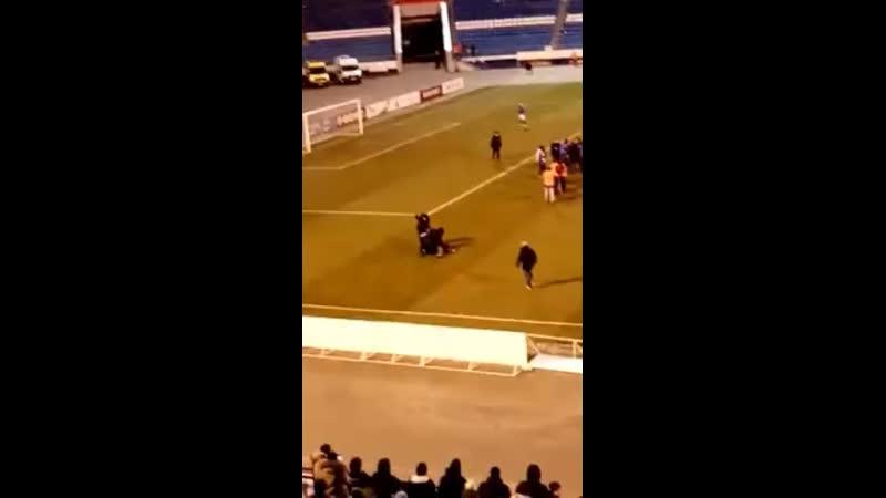 Футбольные фанаты набили лица своим же футболистам — Типичный Нижний Новгород
