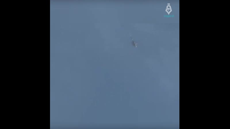 لحظة إفراغ طائرة هليكوبتر براميل متفجرة على محيط كفرنبل