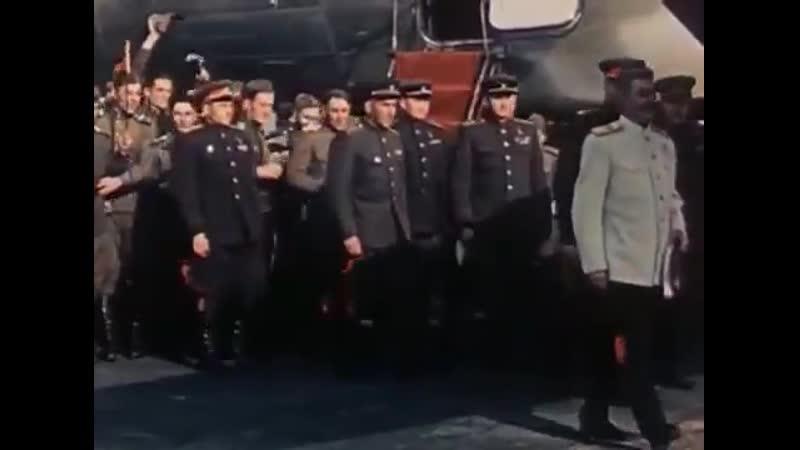Финал фильма Падение Берлина 1949 Сталин прилетает прямо к только что взятому Рейхстагу И миллионы тогда верили