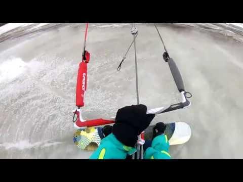 Открыл летний сезон кайтинга на сноуборде
