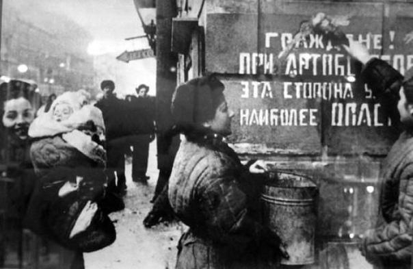 Снятие 900-дневной блокады Ленинграда Невозможно без слез и содрогания вспоминать о событиях Великой Отечественной войны, которые стали победной, героической и трагичной страницей истории нашего