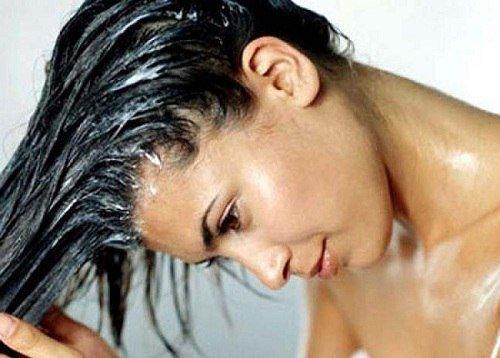 МОЛОЧНЫЕ МАСКИ ДЛЯ ВОЛОС: Маска для поврежденных волос. Смешайте 1-2 яйца с половиной стакана молока и нанесите на волосы на 30-60 минут. За это время яйца восстановят поврежденные волосы, а