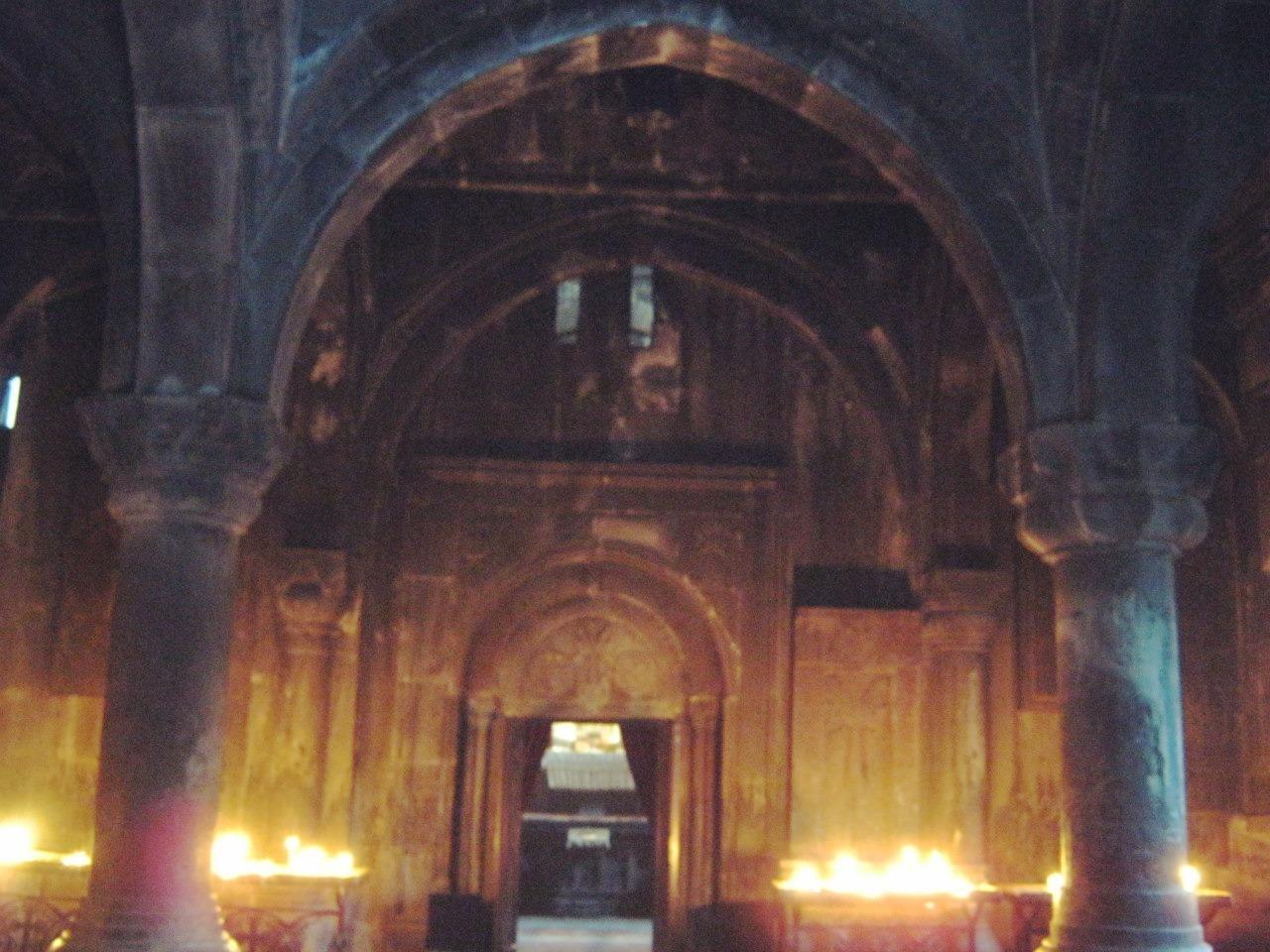 монастырь Гегард выдолблен в скале