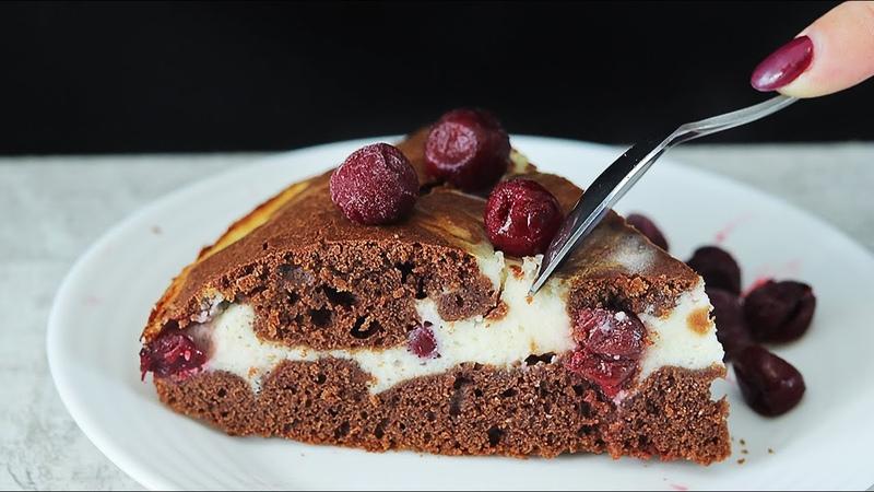 Брауни с творогом и вишней Шоколадный пирог с творожной прослойкой и ягодами вишни