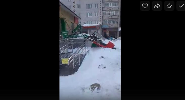 В Красногорском прокуратура наказала ответственных за обвал козырька супермаркета «Пятерочка»