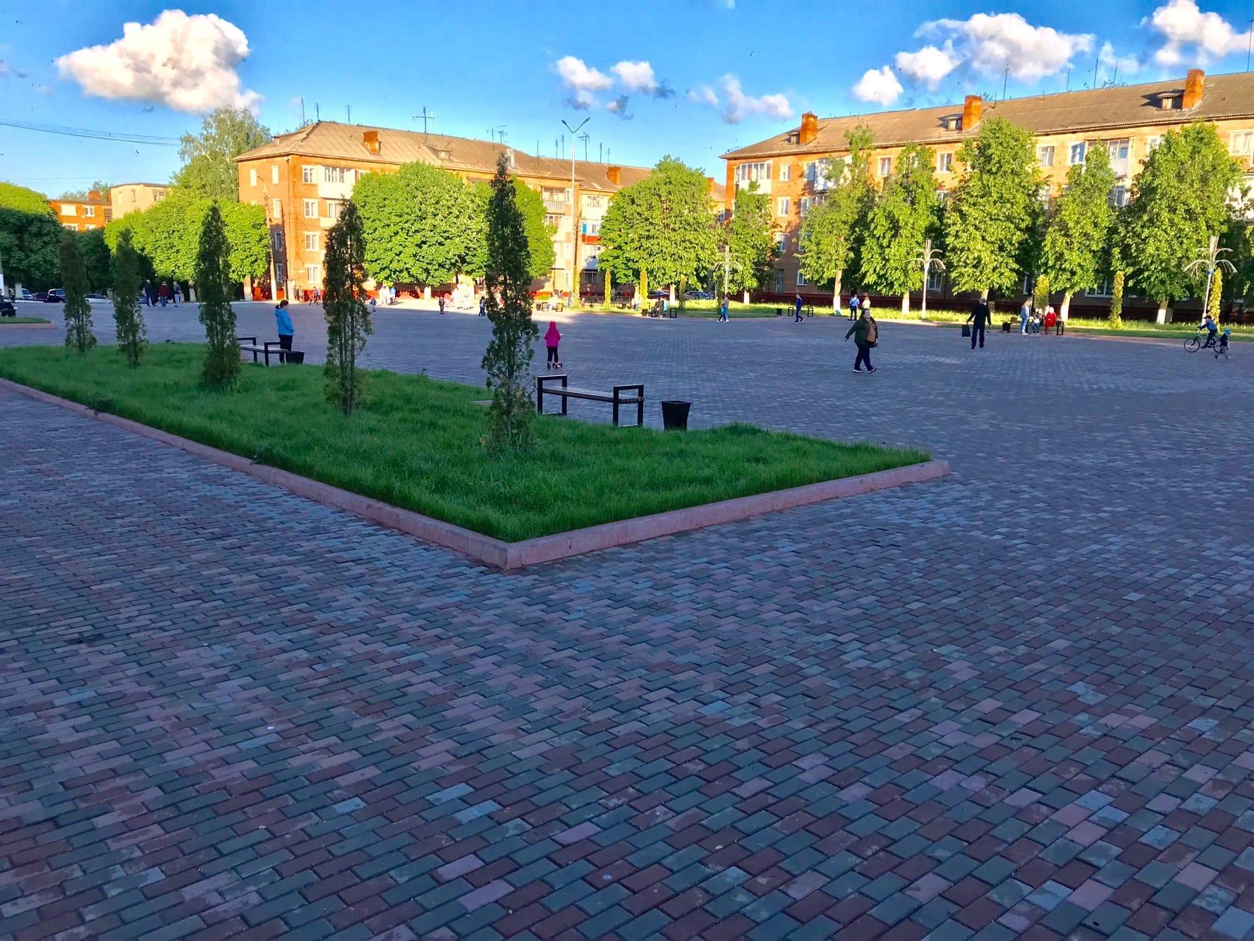 А центральная площадь в Богородицке намного приличней площади в Новомосковске.