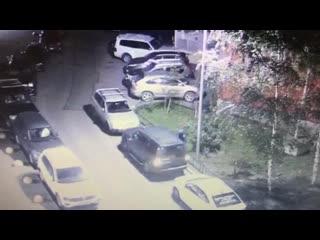 Появилось видео с задержанным рецидивистом, угнавшим несколько Land Rover в Петербурге
