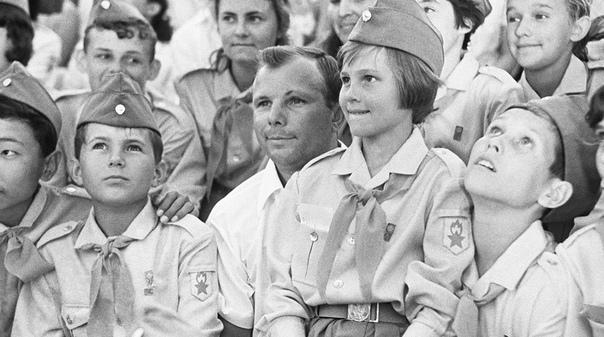 Последний полет Гагарина и Серегина. Деревня Новоселово (Владимирская область), 27 марта 1968 года. 12 апреля 1961 года 27-летний Гагарин первым среди землян ворвался в космос и навсегда вписал
