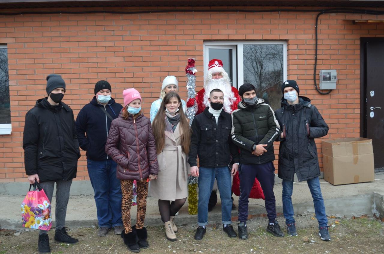 В Матвеев Кургане новое жилье получили 12 детей-сирот