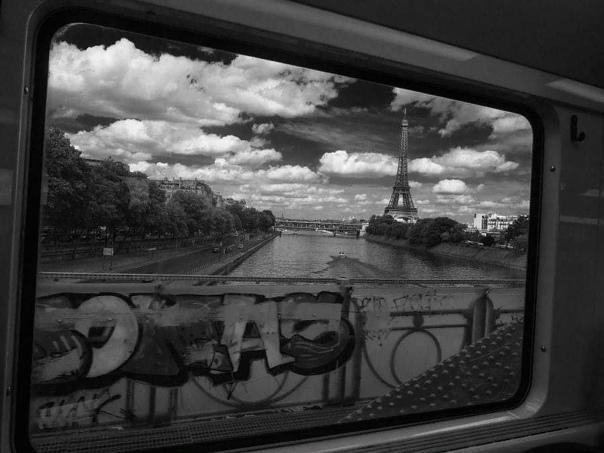 История эта произошла лет двадцать тому назад в славном городе Париже, куда мы со Славиком приехали на зимних каникулах из скучного дождливого Бонна Денег на то чтобы снять на недельку Лувр у