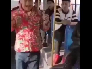 Когда поёшь в наушниках.mp4