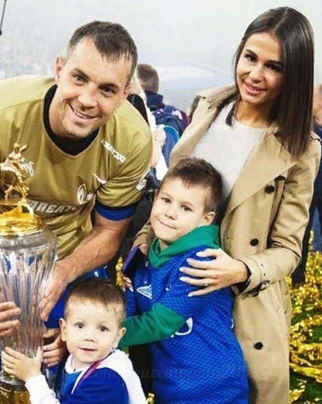 История с разводом Дзюбы: что решила жена футболиста.💔😎