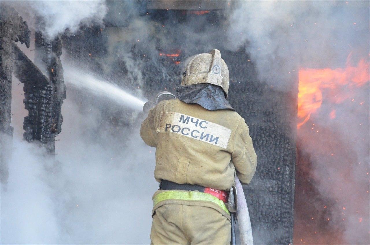 Под Таганрогом при пожаре в бесхозном строении погиб человек