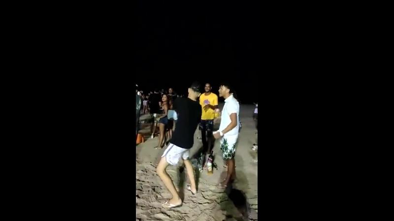 Derick medina crinjando na praia