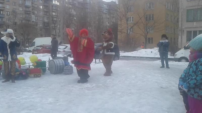 Андрейка с медведецей Клавочкой весело ,забавно поздравили с праздником !!(ген.директор праздника Елена Аунап!
