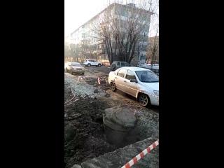 Разломали дорогу на ул. Красных Зорь ()