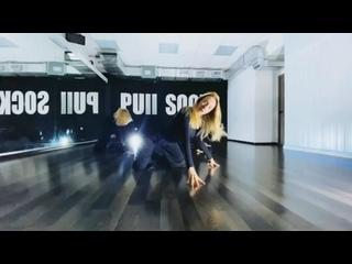 Видео от PULL SOCKS    женская школа танцев