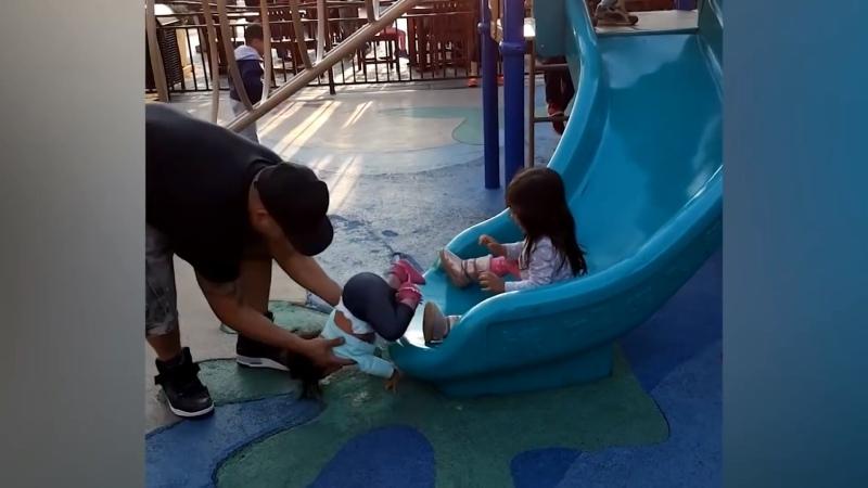 Родители - ГЕРОИ - Папа спасает ребенка от неприятностей ★ Смешное Видео Папы И Ребенка. Dad Saves The Baby From Trouble
