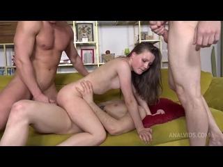 18 летнюю скромную девочку Baby Bamby трахают толпа по очереди в анал жопу попу унижают обоссали нассал в рот глотает мочу порно