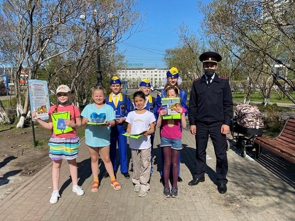 Сотрудники Управления Госавтоинспекции провели акцию «Дорожная азбука».