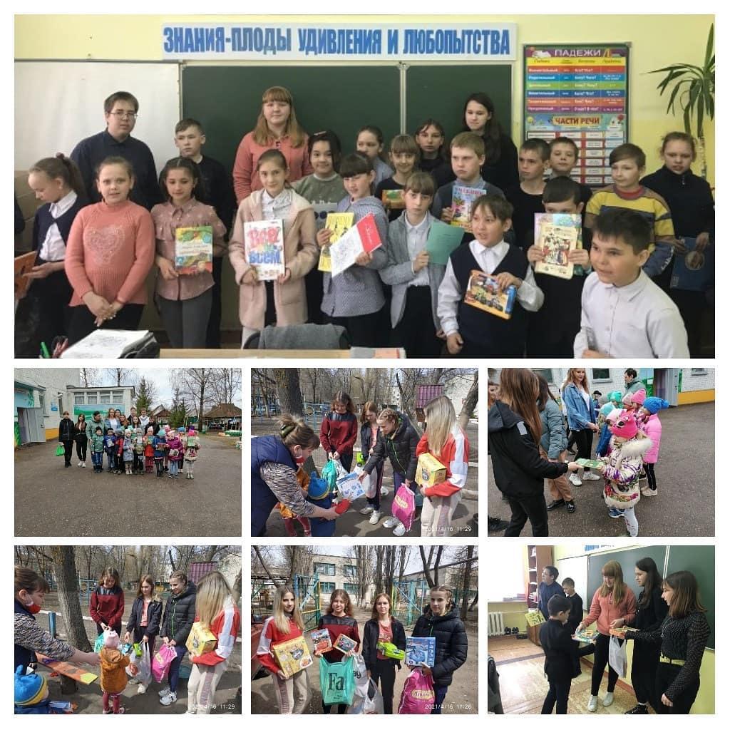 Петровские волонтёры подарили книги школьникам и дошколятам