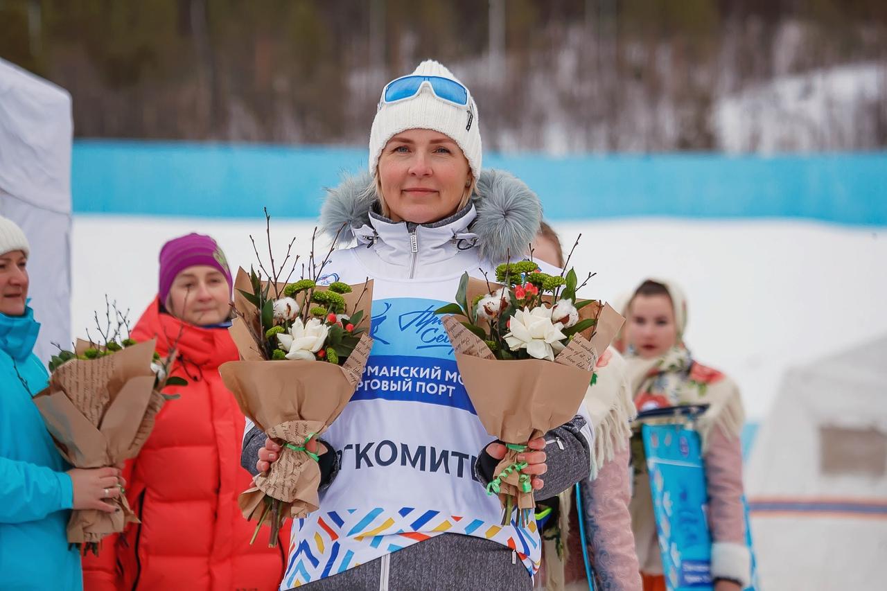 Светлана Ивановна на протяжении многих лет работает в оргкомитете Праздника Севера, и даже сейчас, став министром спорта и отвечая за весь спорт в Мурманской области, она всем сердцем болеет за марафон и оказывает всестороннюю помощь в его проведении.