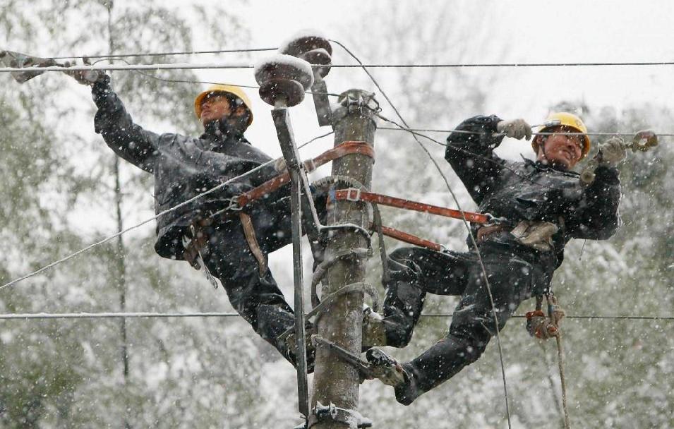 В Кимрском районе электросети находятся в таком ужасном состоянии, что «рвутся как нитки»