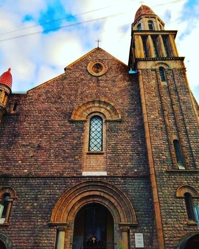 В Петербурге есть свой Нотр-Дам — храм Лурдской Божией Матери в Ковенском переулке