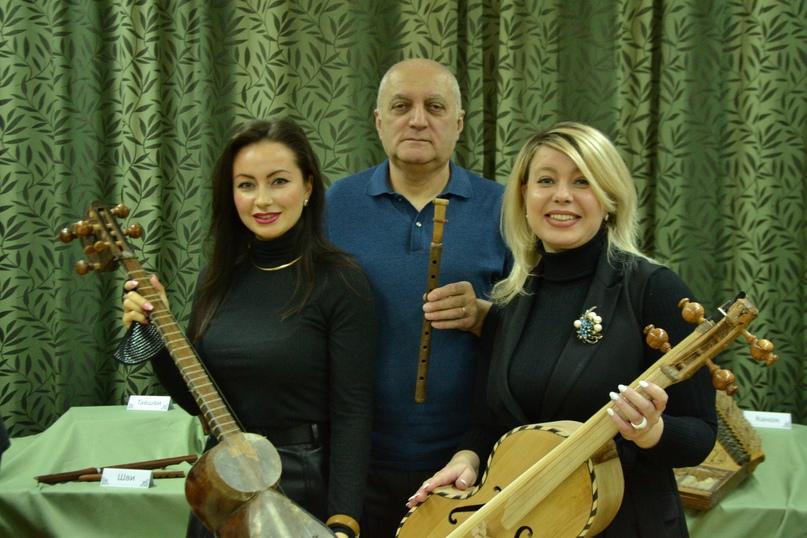 В Центральной библиотеке проходит выставка армянских народных инструментов, изображение №4