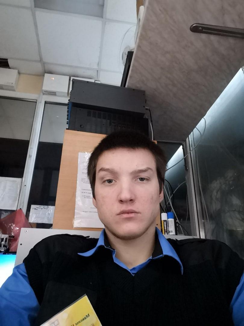 Max, 21, Tosno